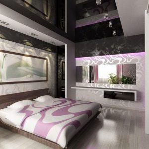 Глянцевые натяжные потолки в спальне