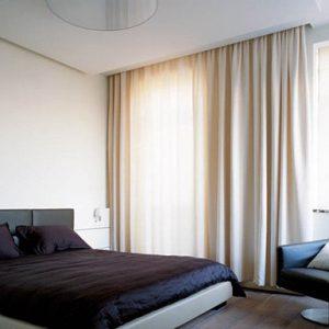 Натяжные потолки с нишей под скрытый карниз в спальне