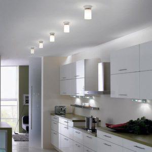 Матовые натяжные потолки в сочетании с белой кухней
