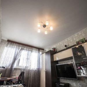 Сатиновые натяжные потолки в однокомнотной квартире